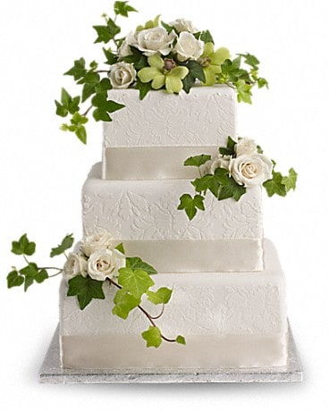 Roses And Ivy Cake Decoration In Livonia Mi Cardwell Florist