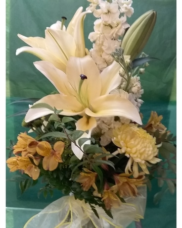 Soft Yellow and White Bouquet Flower Arrangement