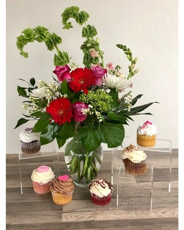Cakes & Florals Flower Arrangement