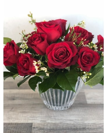 Signature Low Lush Red Roses Flower Arrangement