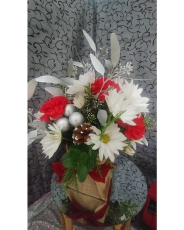 Woodland's Own small Winter cube Flower Arrangement