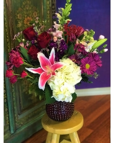 Gordon Hill Special - Modern Love Deluxe Flower Arrangement
