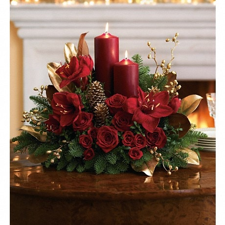 Christmas Flower Arrangements.Candlelit Christmas