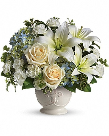 Beautiful Dreams by Teleflora T209-1A Flower Arrangement