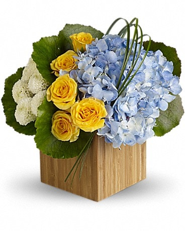 Teleflora's Weekend Getaway Flower Arrangement