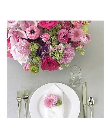 Pink & Green Centerpiece and Napkin Decoration