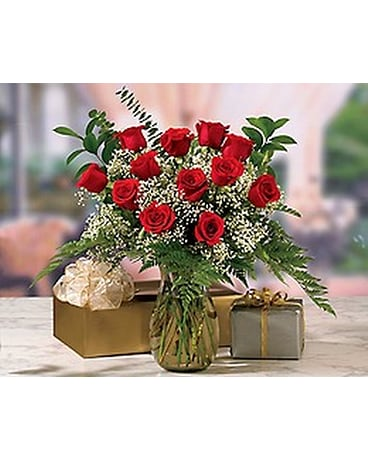 12 Red Roses In Vase In Haines City Fl Best Friends Specialties