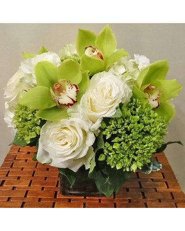 GREEN CYMBIDIUM DREAM BOUQUET