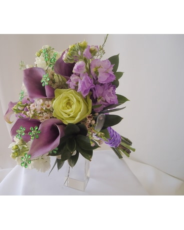 Lavender mini calla bouquet in saratoga springs ny dehns flowers lavender mini calla bouquet mightylinksfo