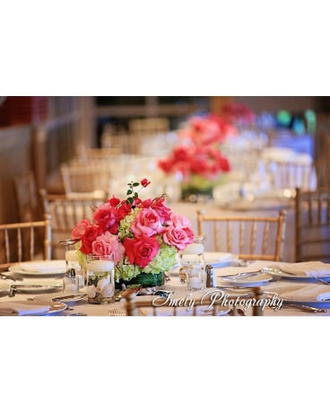 Centerpieces W Pink Roses And Green Hydrangea