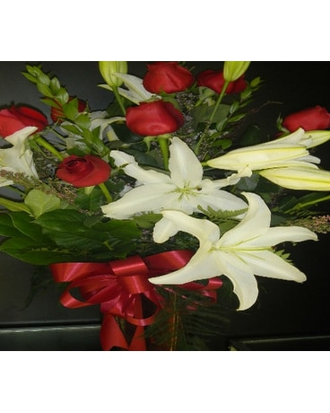 White lily with Red roses