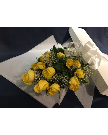 12 Yellow Roses Boxed