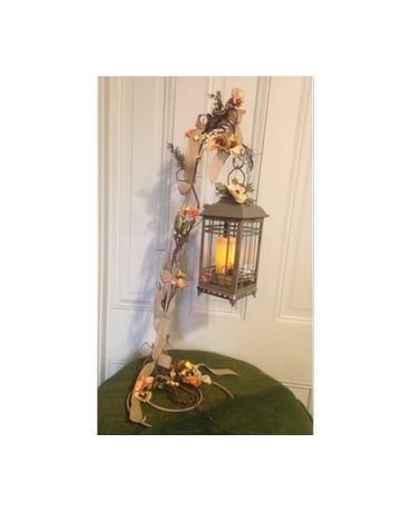 Lantern With Decorated Stand - LANT07H