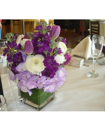 Groovy Tulip And Ranunculus Centerpiece In Campbell Ca Jeannettes Download Free Architecture Designs Estepponolmadebymaigaardcom