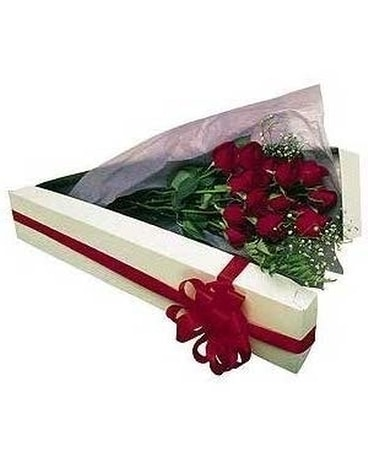 Classic Red Roses in Box
