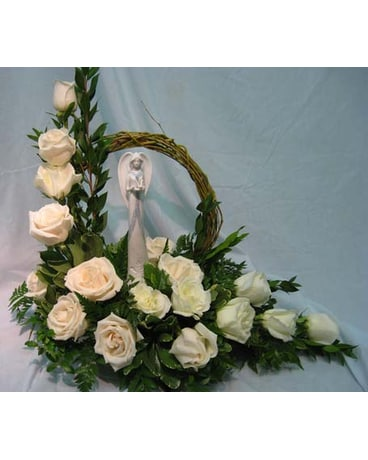 ANGEL WITH GRAPEVINE HALO ARRANGMENT