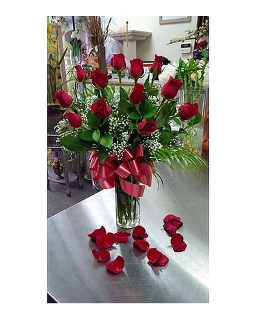 12 Red Roses in Clear Vase