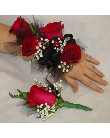 Matching Corsage and Bout Set
