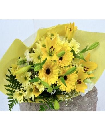 Mellow Yellow Cut Flower Bouquet Dans Bowmanville On Van Belle