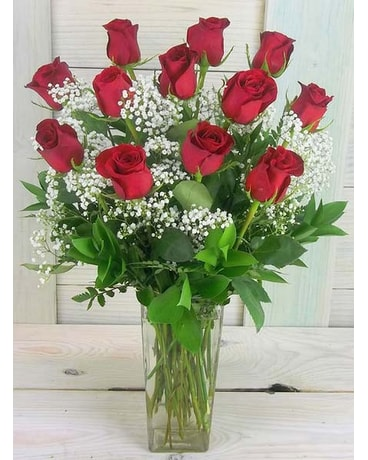 One Dozen Deluxe Red Roses