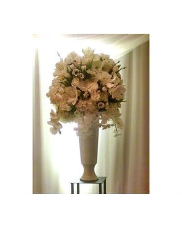 White Altar Flowers In Santa Monica Ca Edelweiss Flower Boutique