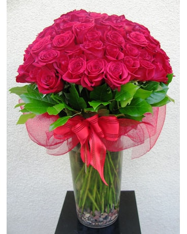 100 Premium Red Roses In A Vase In San Diego Ca The Floral Gallery