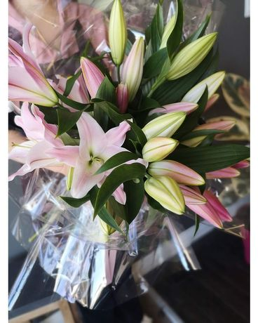Lily lovers Flower Arrangement