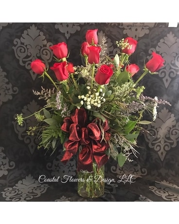 Coastal Dozen Deluxe Flower Arrangement