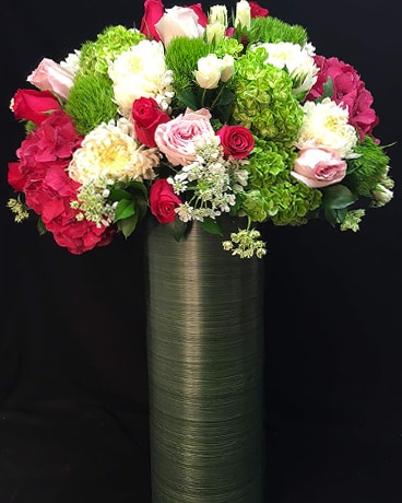 Grande et Belle Flower Arrangement