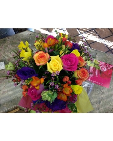 Cheerful Beauty Flower Arrangement