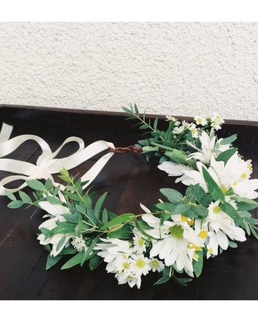 Daisy Crown Flower Arrangement