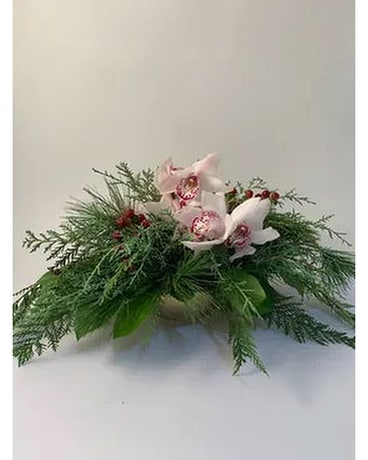 Gilded Elegance Classic Flower Arrangement