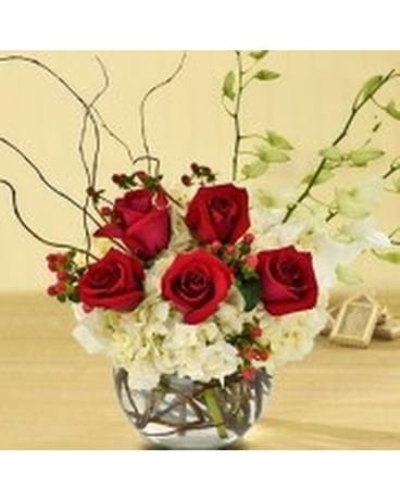 Sweet Hydrangea & Rose Flower Arrangement