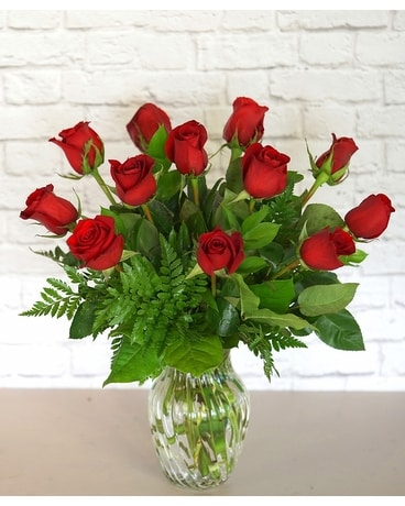 One Dozen Classic Red Roses