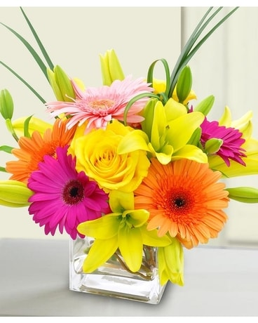 Alfa's Bright and Stunning Flower Arrangement