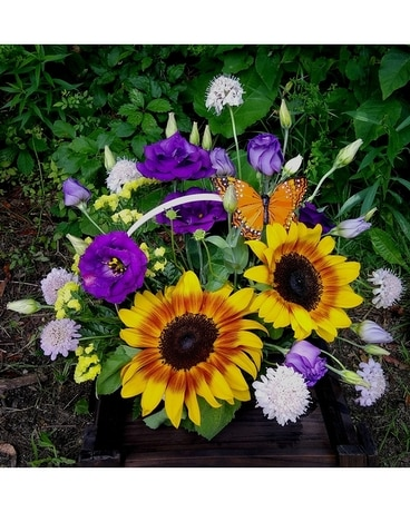 BACKYARD BEAUTY Flower Arrangement