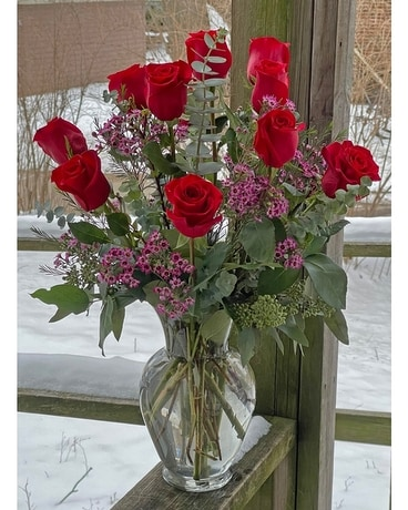 Premium red Valentine roses Flower Arrangement