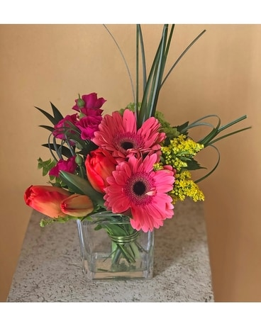 Spring Chic Flower Arrangement