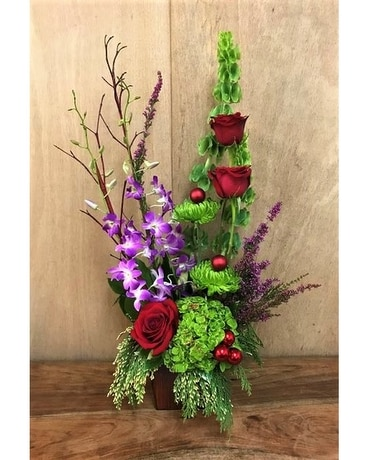 STYLISH CHRISTMAS Flower Arrangement