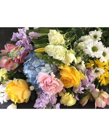 Springtime Mix of Soft Pastels Flower Arrangement