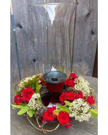 Red Hurricane with Gold Vine Flower Arrangement