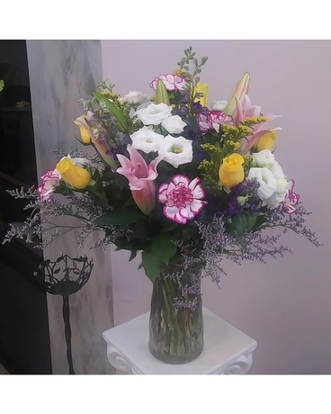 medium mixed vase arrangement