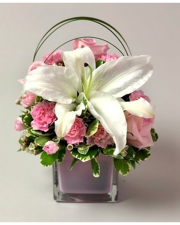 Sweet & Pink Flower Arrangement