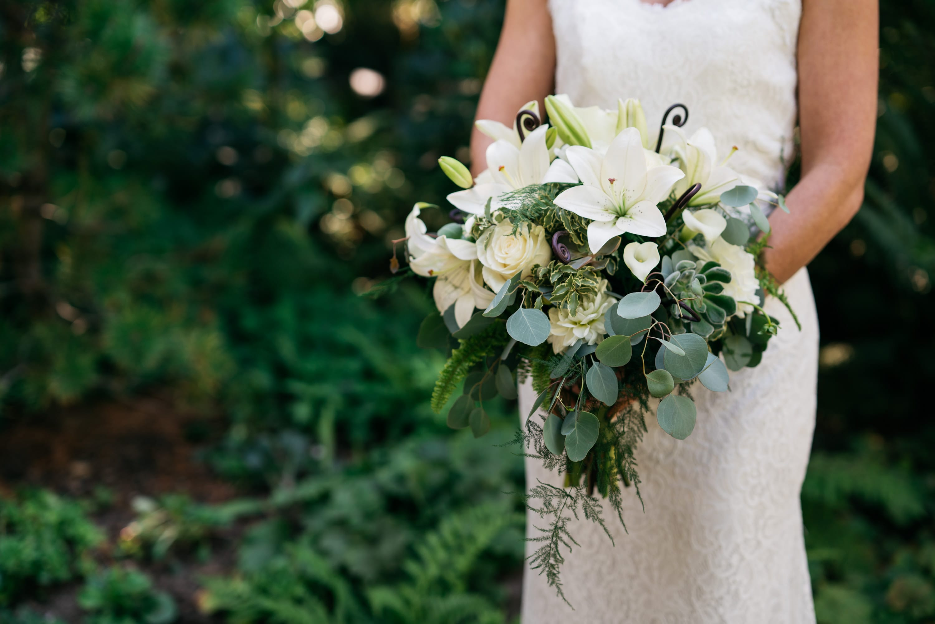 Colorful wedding flowers in bellevue bellevue crossroads florist use white roses for a winter wedding or calla lilies at any time of year white daisies are sweet in springtime while white chrysanthemums and orchids can izmirmasajfo