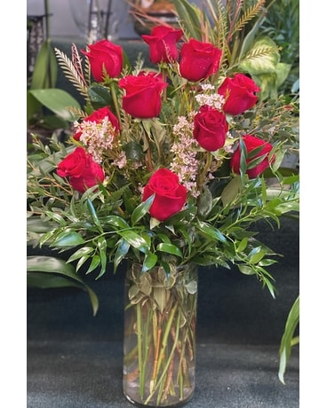Jersey Shore Dozen Red Flower Arrangement
