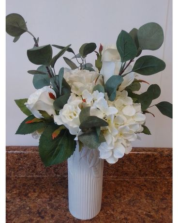 WHITE SPLENDOR-SILK Flower Arrangement