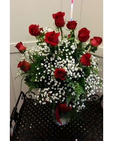 12 Long Stem Roses In Vase In Greensboro Nc Send Your Love Florist