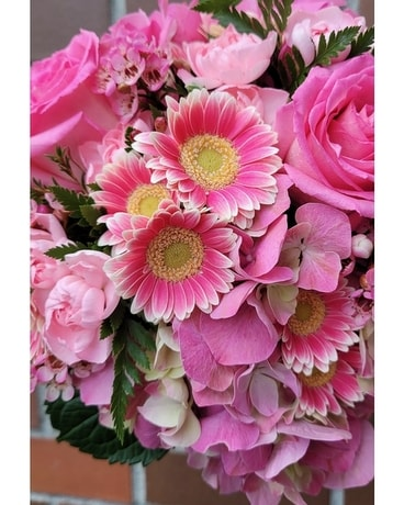 Pretty in Pinks Designer's Choice Flower Arrangement