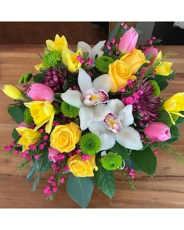 The Shoppe's - Light and Bright Bouquet