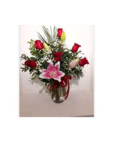 Lovely lily and roses Flower Arrangement